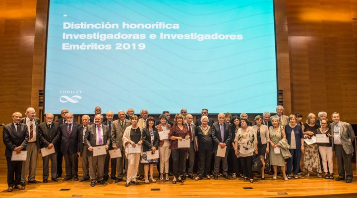 Investigadores y administrativos jubilados fueron homenajeados por el CONICET