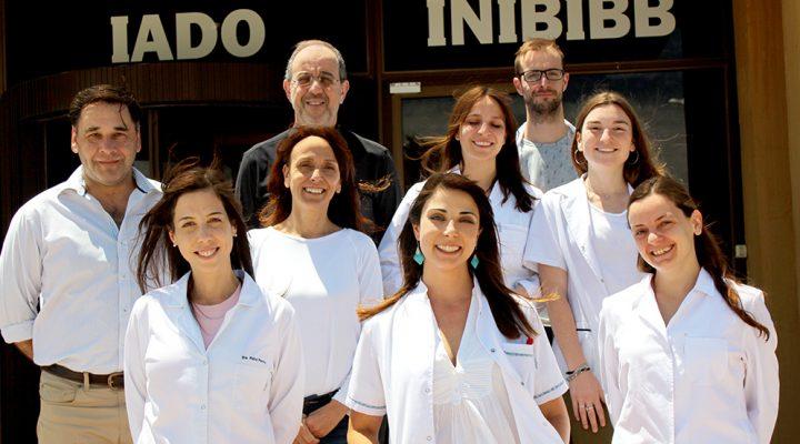 Premian a joven investigadora por sus estudios con células tumorales