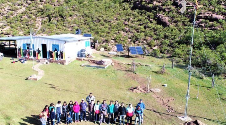 Instalan paneles solares y un aerogenerador en una escuela rural de San Luis