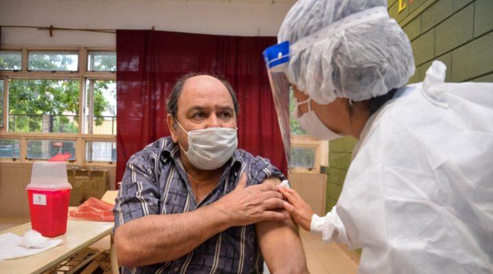 Alta respuesta inmune a la Vacuna Sputnik V en Argentina: personas previamente infectadas podrían no requerir la segunda dosis